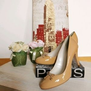 🇧🇷 NWOT 9 round toe pump in sand size 9
